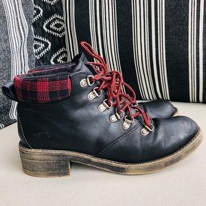 Black leather & Plaid Rocket Dog Boots Size 8.5